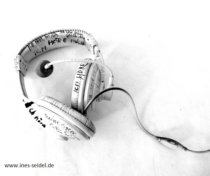 I listen to my self. altered headset. Ines Seidel