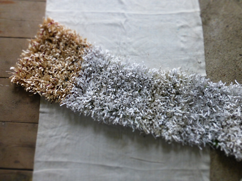 texture. crocheted text, wool. c. 140 x40 cm. Ines Seidel.