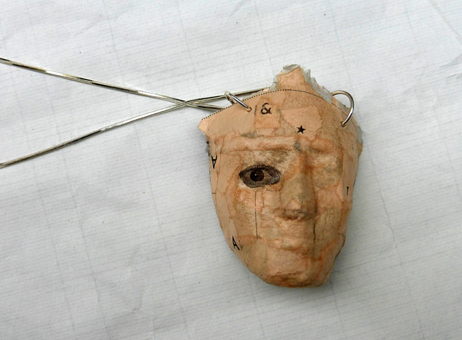 pendant made from newspaper. Ines Seidel.