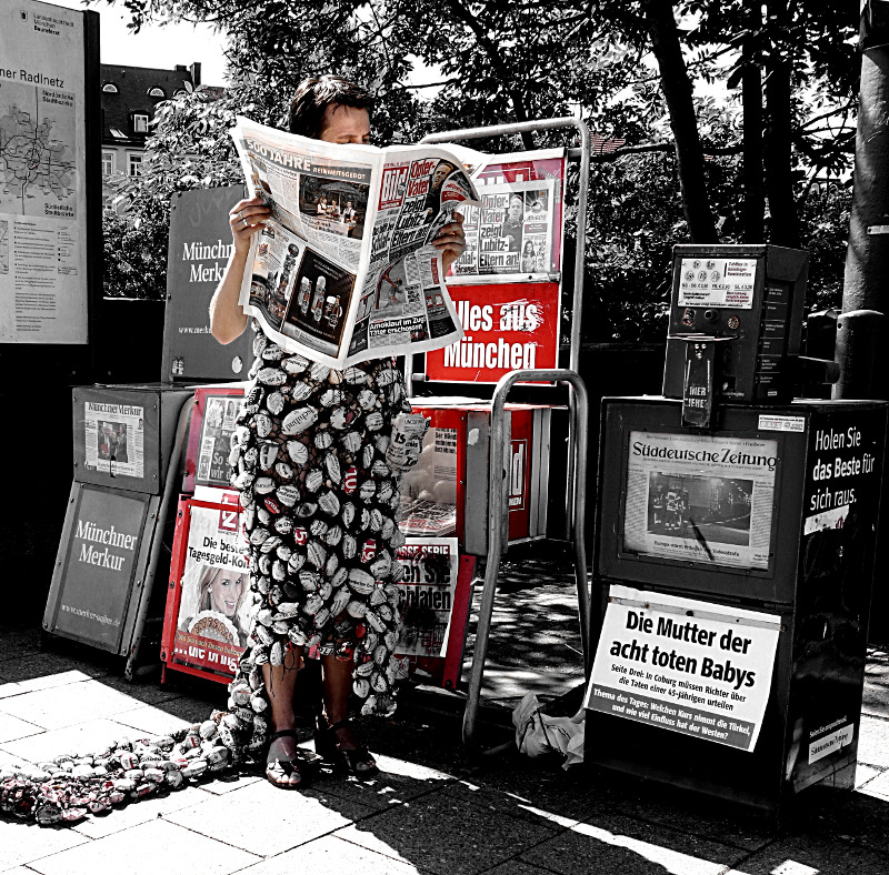 ways to wear the news. Ines Seidel. Photo: Emmy Ann Horstkamp.